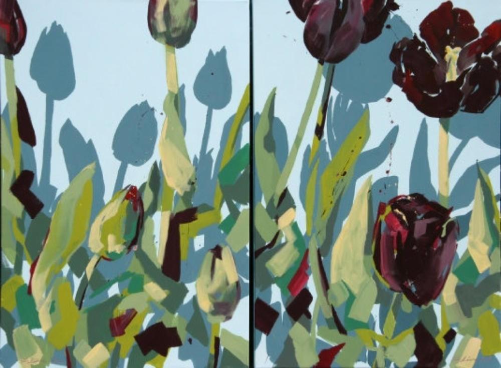 Dunkle Tulpen mit blauen Schatten