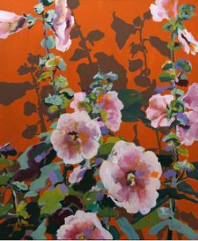 Roseefarbene Malven auf terra-orangem Grund II