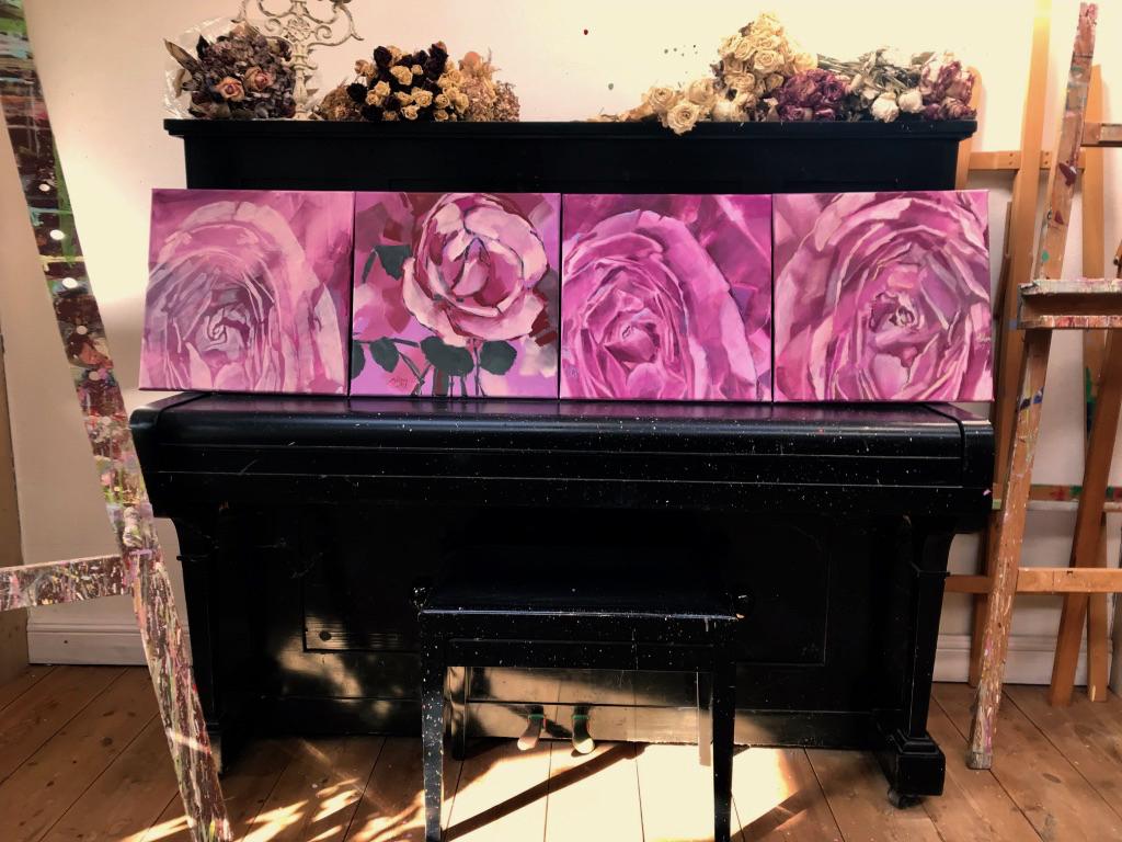 Ein Klavier voller Rosen